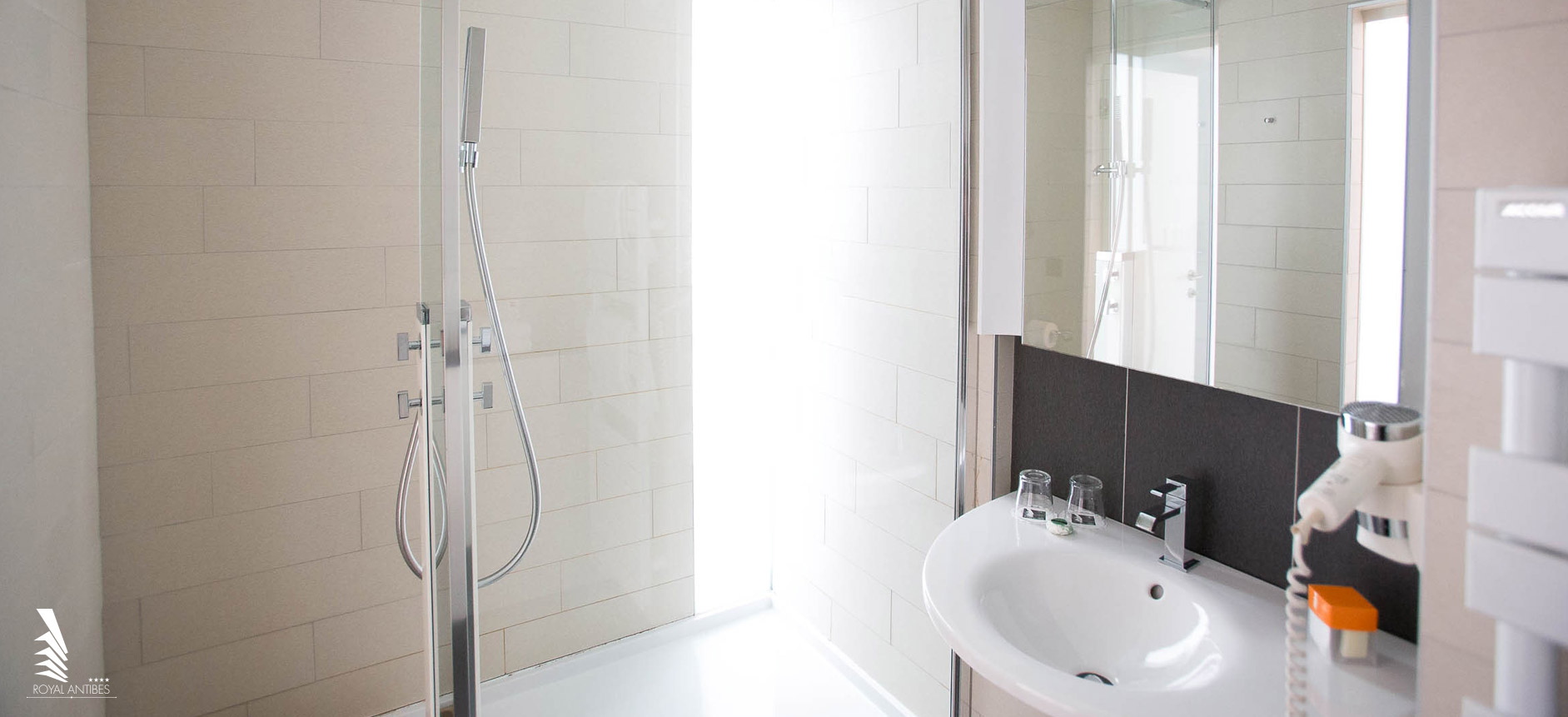 Salle De Bain Antibes romantic deluxe room with an italian shower and a city view